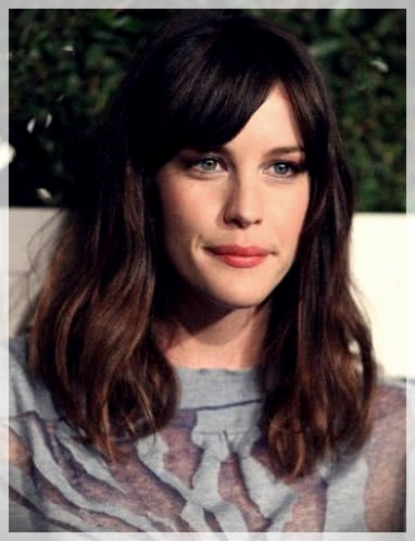 Haircuts with bangs 2019: photos and trends - Haircuts with bangs 2019 48
