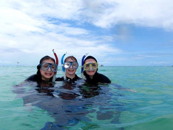 Chelsea with friends snorkeling at the Great Barrier Reef