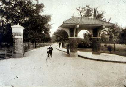 The pagoda gate at the north entrance of the park donated by William H. Fish in 1899. Courtesy of the Columbus Metropolitan Library