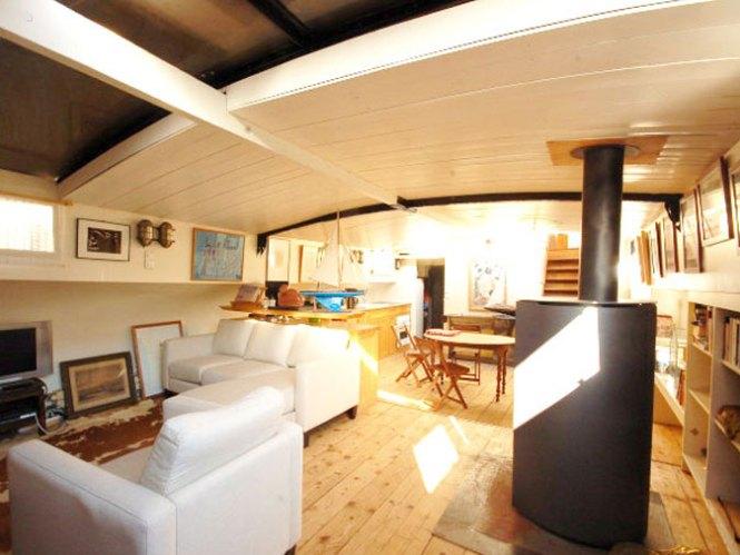 Paris House Boat Short Stay Apartment