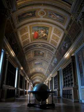 Globe in the la bibliothèque, galerie de Diane, Château de Fontainebleau