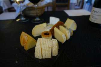 Cheese plate with five kinds of cheeses and accompaniments