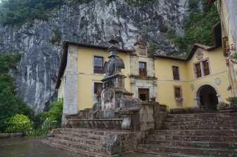 Collegiate and fountain, Covadonga