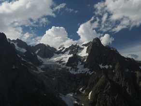 Mountain view from near Bonatti