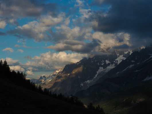 Morning views from Rifugio Bonatti