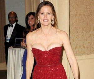 Jennifer Garner Wardrobe Malfunction at Golden Globes Awards 2013