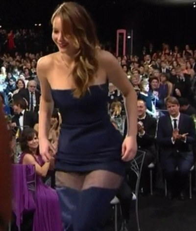 jennifer lawrence malfunction-sags-showbizbites