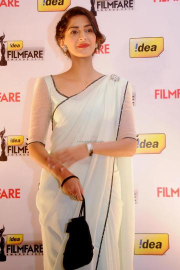 sonam at 58th filmfare nominations-showbizbites