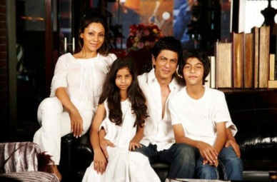SRK with Family-Showbizbites