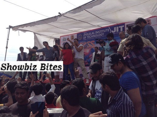 Akshay Kumar in Nagpur at a college festival-showbizbites01