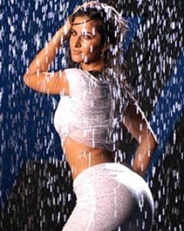 top 10 hot bollywood actresses in rain see them