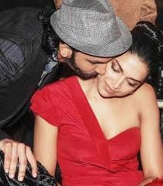 ranveer kissing deep in public-showbizbites