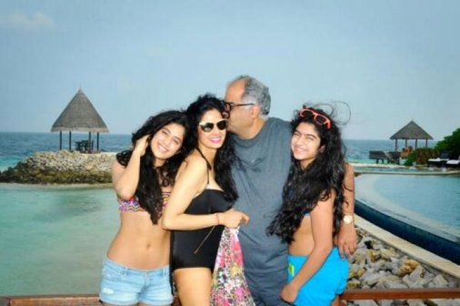 sri devi with daughters in bikini-showbizbites