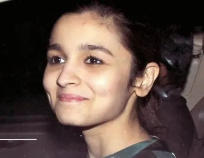 Alia Bhatt without makeup at highway screening-showbizbites-01