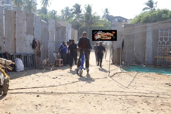 Big B enters sets on scooter bhootnath-showbizbites