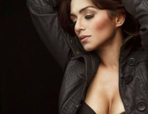 Pictures: Andrea D' Souza Shows Deep Cleavage