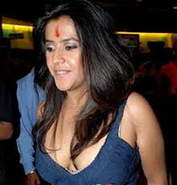 ekta cleavage-showbizbites-01
