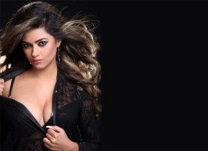 Meera Chopra Shows Hot Cleavage