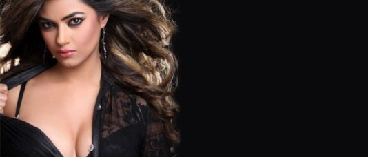 meera chopra cleavage