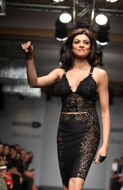 sushmita sen ramp walk-showbizbites-02