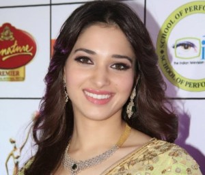 Photos: Tamanna Bhatia Looks Damn Hot in Saree at GR8 Women Awards
