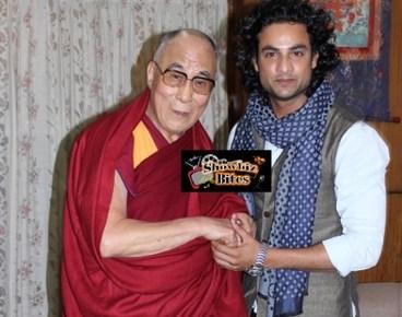 Dalai Lama with actor Himanshu Soni-showbizbites-01