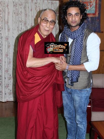Dalai Lama with actor Himanshu-showbizbites-001 Soni
