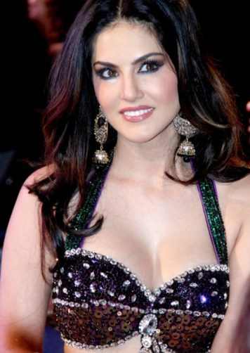 sunny leone-sexy and hot-showbizbites-03