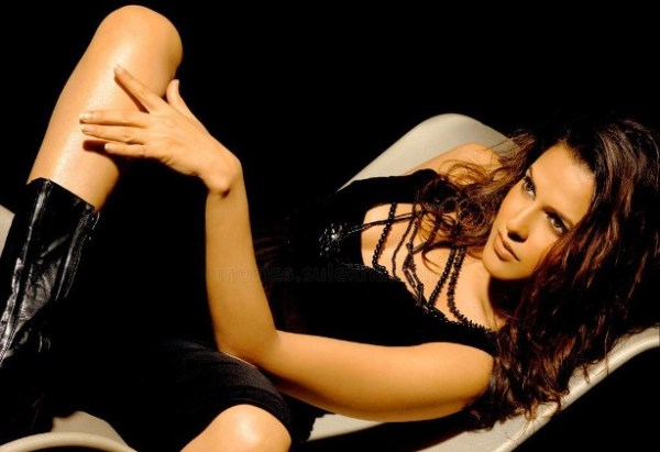 neha dhupia-hot-showbizbites-08