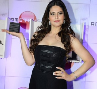zarine khan at the launch-showbizbites-03