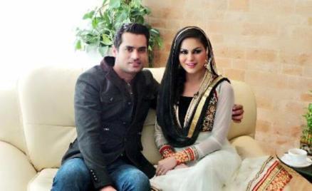 veena malik with hubby-showbizbites