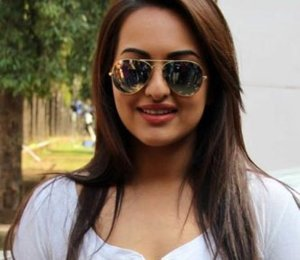 Sonakshi Shows Bigger Assets – Sonakshi Sinha Hot Images
