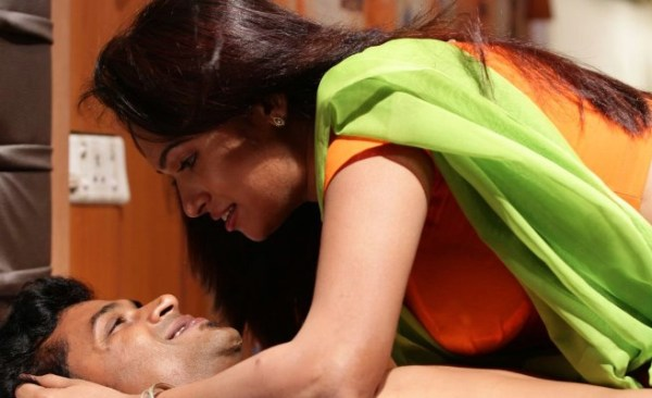 sowdharya-hot-showbizbites-03