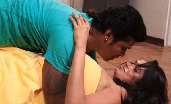 sowdharya-hot-showbizbites-06
