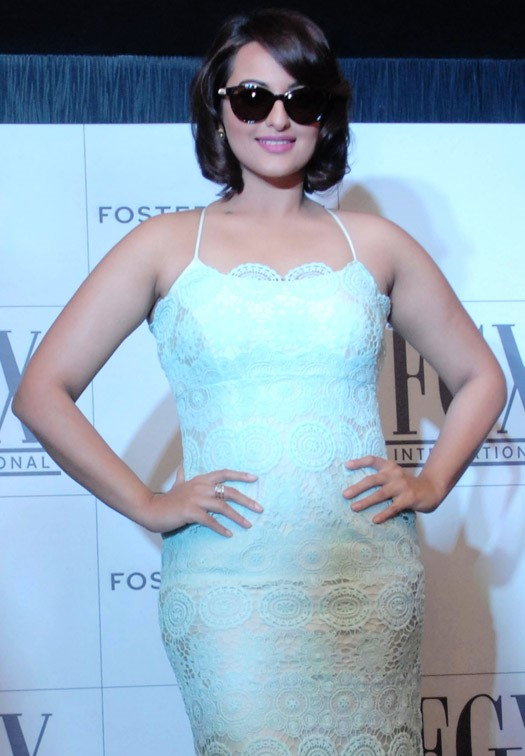 sonakshi-sinha-at-foster-grants-eyewear-press-conference-01