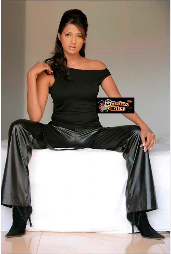 Brinda Parekh Cleavage-08