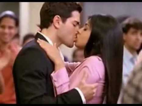 shriya saran hot liplock-01