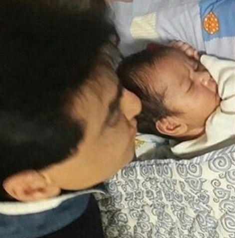 tusshar kapoor's baby pictures