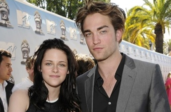 'Twilight' drains competition at box office!