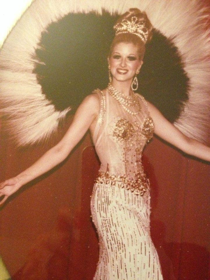 "Showgirl's Life podcast   ep 046 How a 5'4"" singer dancer came to be the Principal singer in Lido de Paris Allez Lido featuring Debra Lee Kristian, part 1"