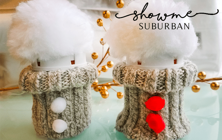 These DIY hat & sweater gift bottles are super quick and easy to make! They are perfect for gifts to friends, neighbors, teachers, and family for Christmas and holidays.