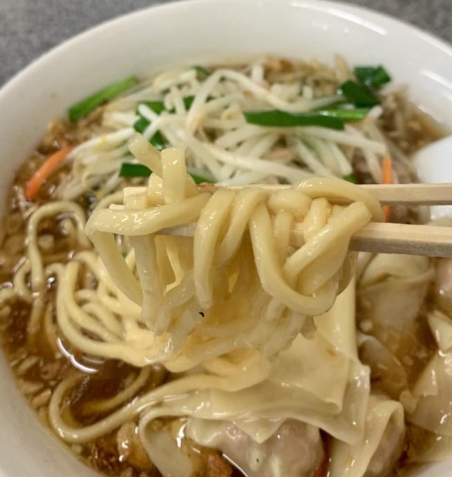 渋谷「喜楽」のもやしワンタン麺の麺