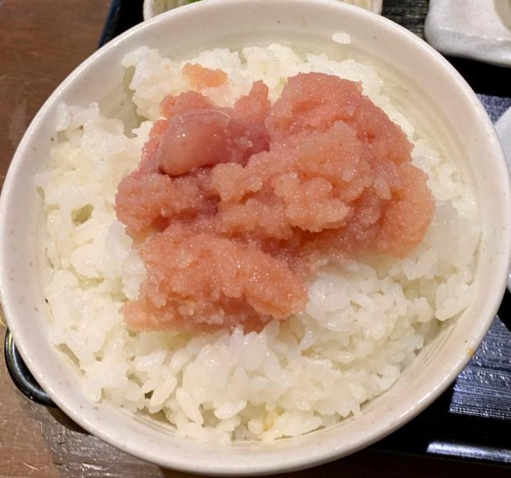 渋谷「おおとら」のランチのご飯に明太子いっぱいのせた