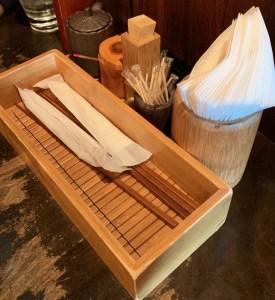 渋谷の道玄坂にある「権八」のテーブルにある備品
