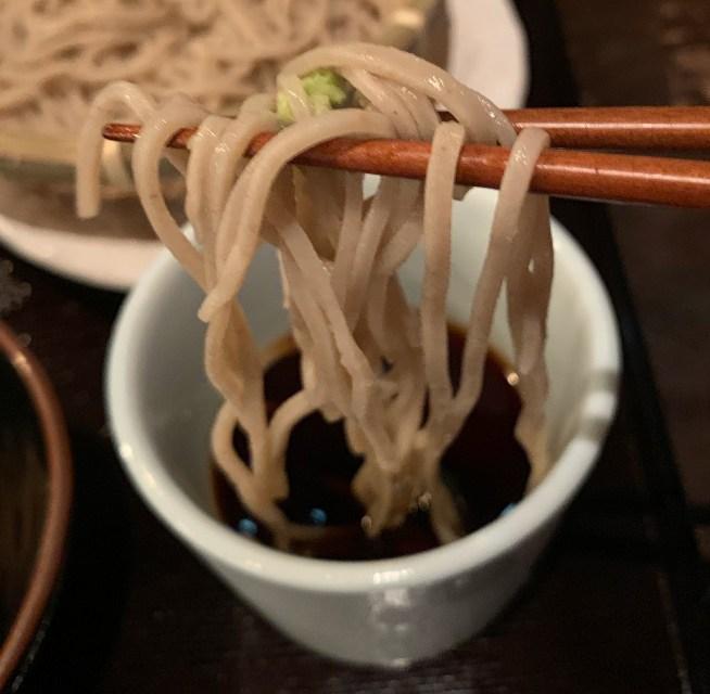 渋谷の道玄坂にある「権八」の蕎麦と蕎麦つゆ