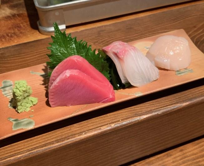 恵比寿にある寿司居酒屋「あげまき」の刺身三種盛り合わせ