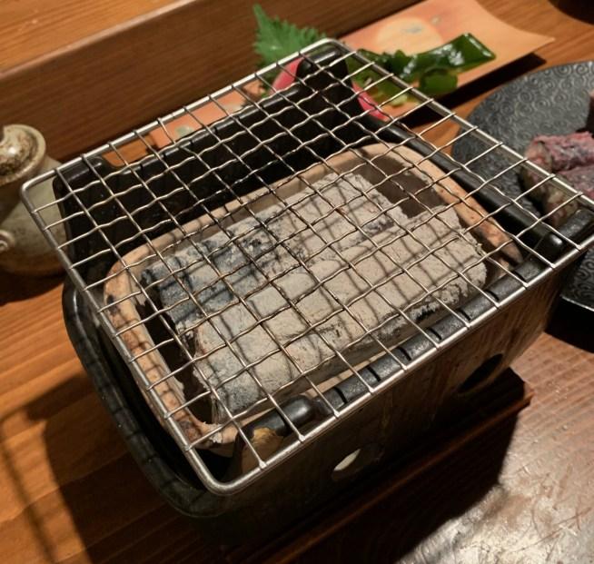 恵比寿にある寿司居酒屋「あげまき」の肉巻きねぎとろ巻き3