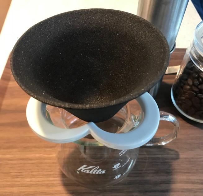 224porcelainのセラミックフィルターをKalitaのコーヒーサーバーに装着