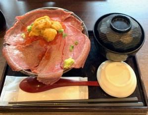 渋谷「吉祥寺 肉ドレス海鮮丼」の肉ドレス海鮮丼ウニ3倍盛りセット