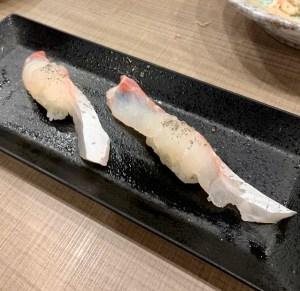 渋谷マークシティ「梅丘寿司の美登利総本店」鯛の握りを塩で
